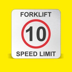 ¿A qué velocidad se debe limitar la carretilla elevadora?